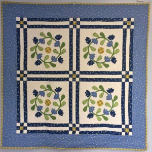 Wreath Twirl Small Quilt